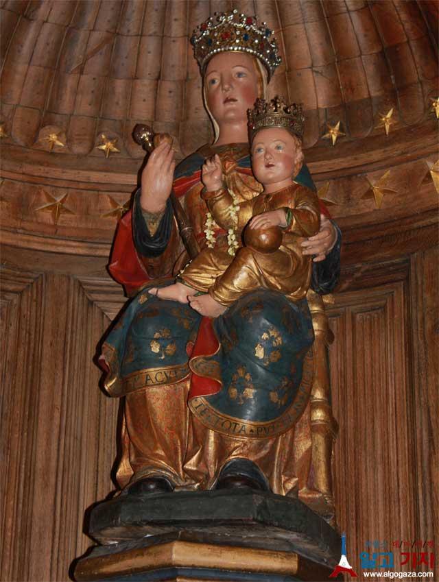 샤흐트르 샤르트르 기둥의 성모